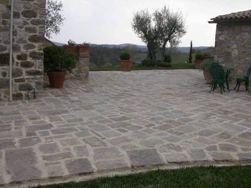 Pavimenti in pietra a roma prezzi e preventivi for Scale esterne in porfido